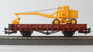 PIKO 54128 H0 – Platform freight car with excavator DR